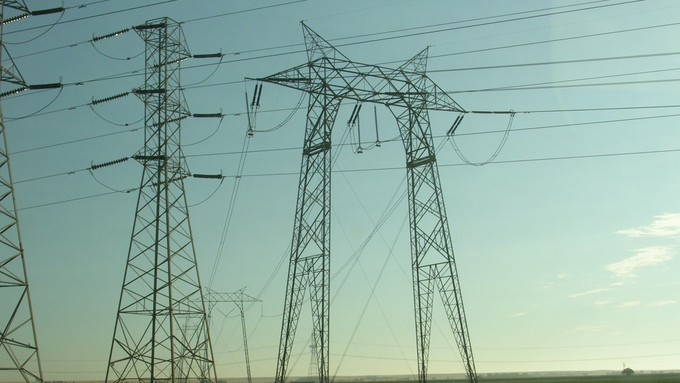 Image caption: PG&E now says it plans to place 10,000 miles of power lines underground.